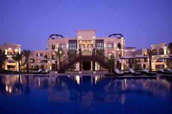 فندق شانغريلا، قرية البري