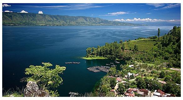 بحيرة توبا في اندونيسيا
